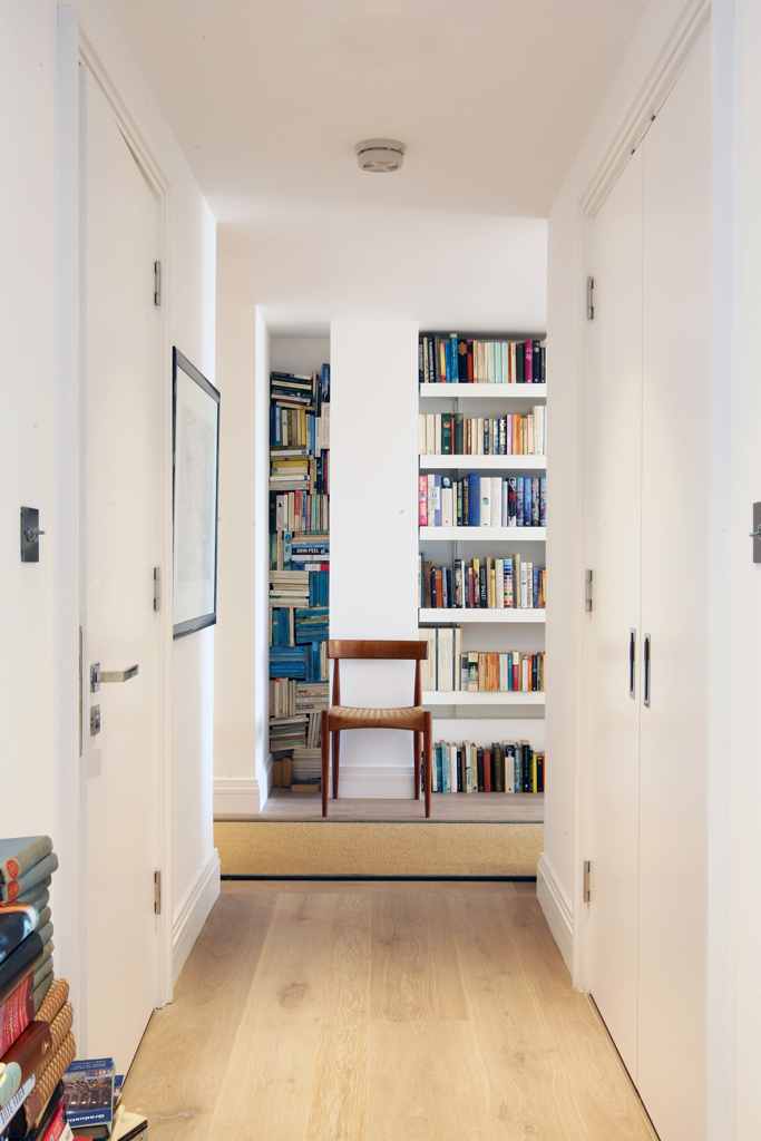 Corridor with made to measure shelving