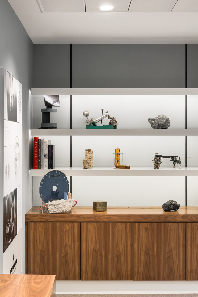 Fitted shelving system with lighting